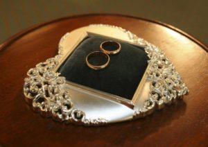 кольца на подушечке