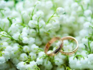 обручальные кольца на ландышах
