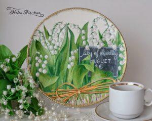 разрисованная тарелка с ландышами
