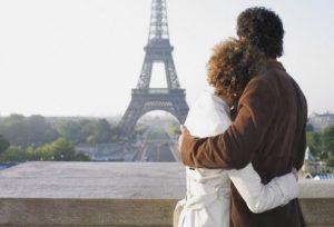 пара в Париже