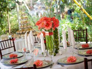 стол с коралловыми цветами