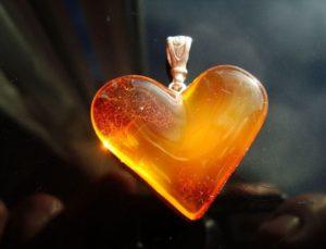 сердце из янтаря