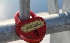 красный замок-сердце