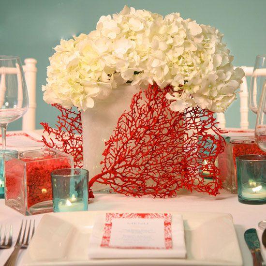 Сервировка стола на коралловую свадьбу