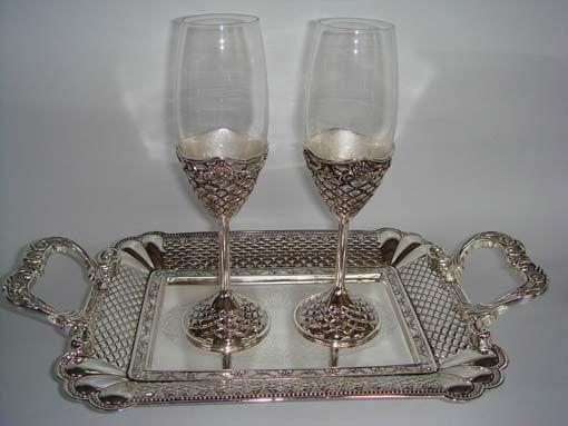 Подарок два бокала на подносе