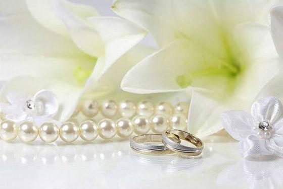 Что дарят мужу на жемчужную свадьбу